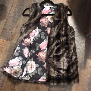 Faux fur vest w/ floral print inside